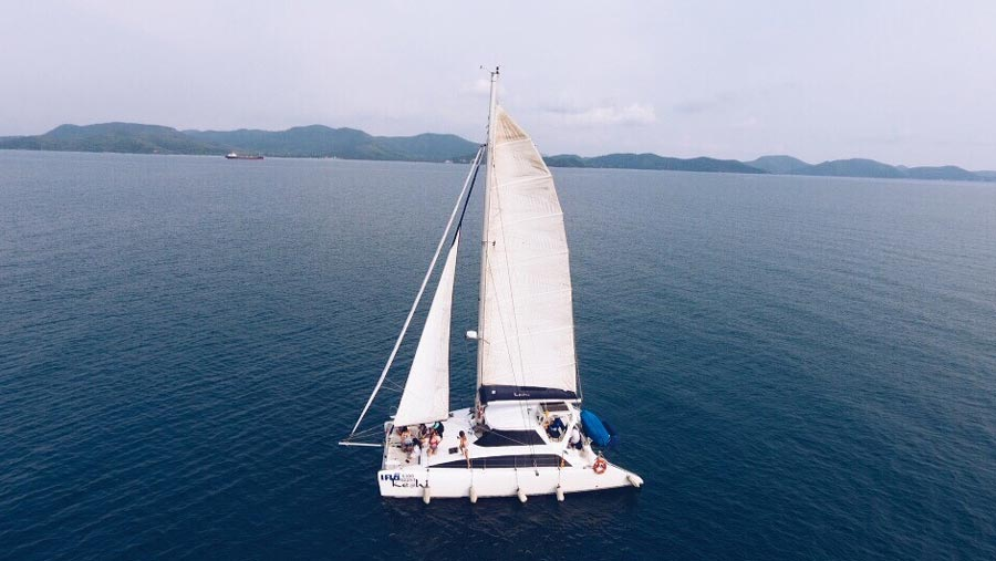 Yacht charter boat hire