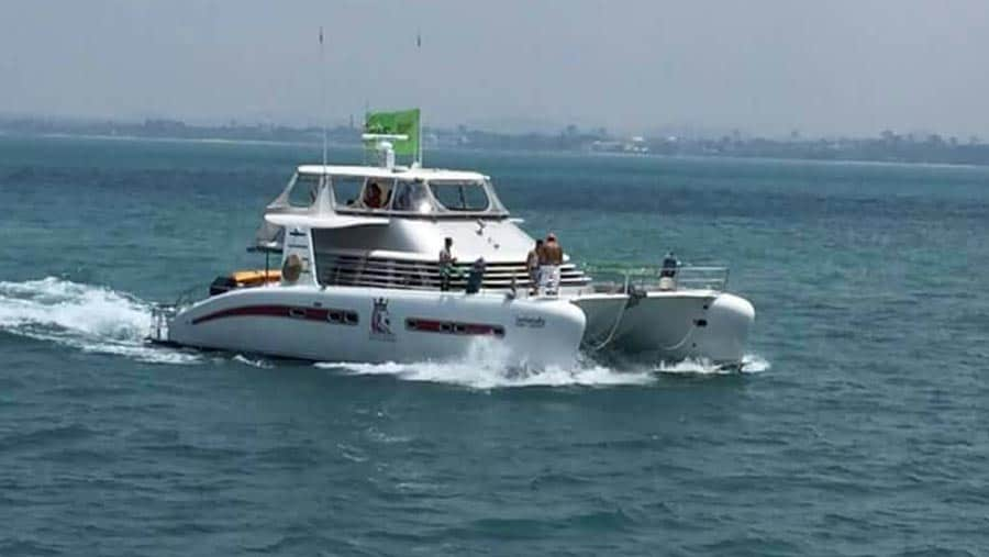LK 52 boat hire