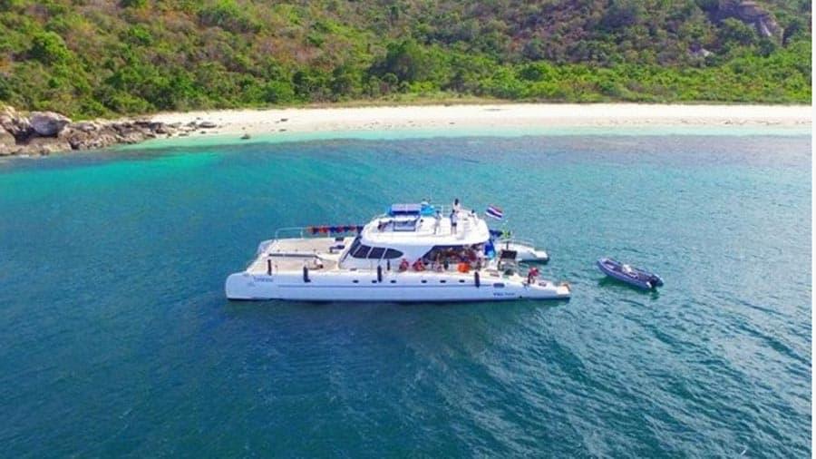 Yacht hire catamaran